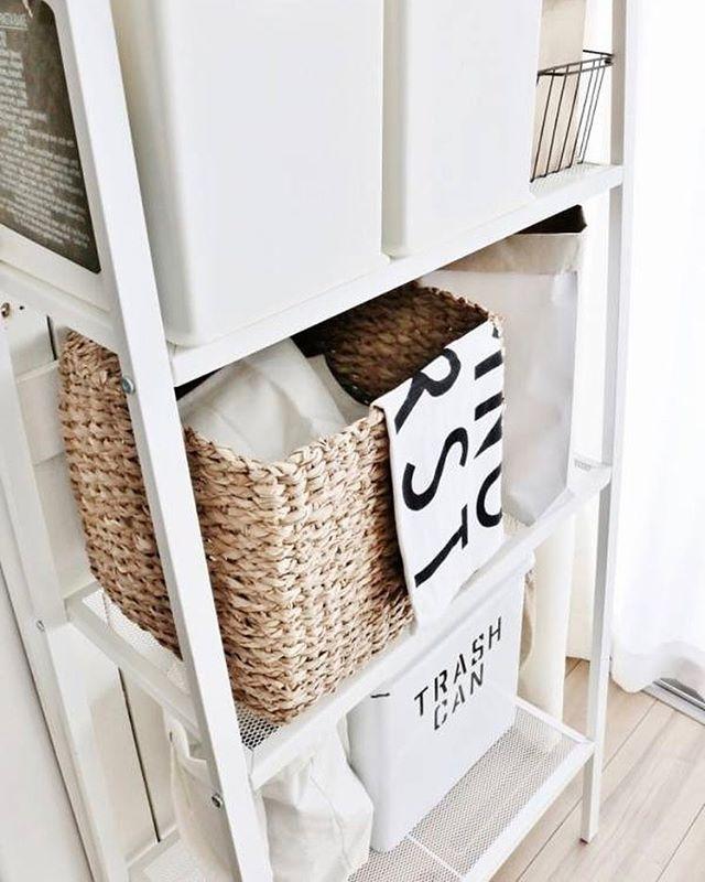 白ラックにかごやボックスを使って食品を収納