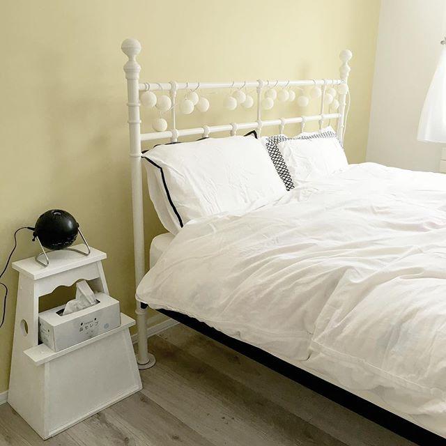 プラネタリウムを楽しむおしゃれな寝室