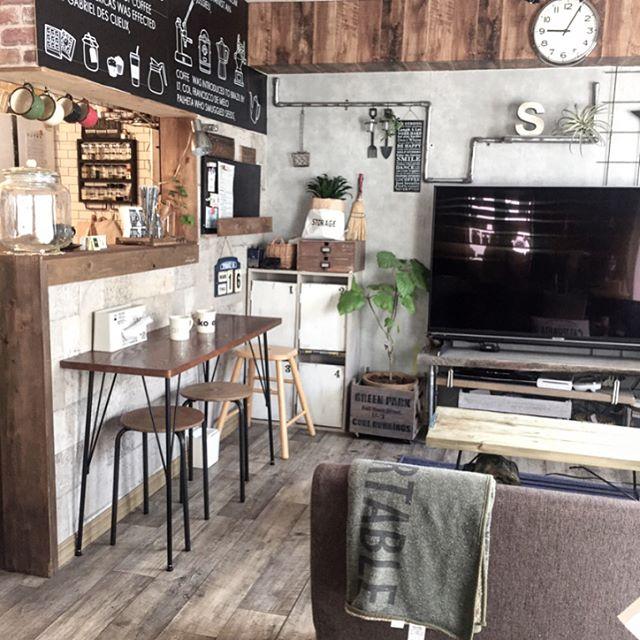 アクセントクロスでカフェのようなリビングづくり