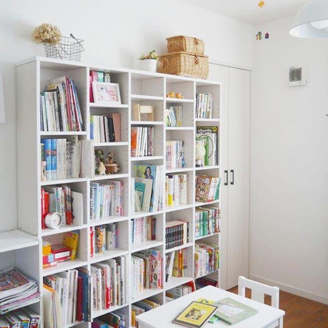 お部屋に大きな本棚で図書館を作るアイデア