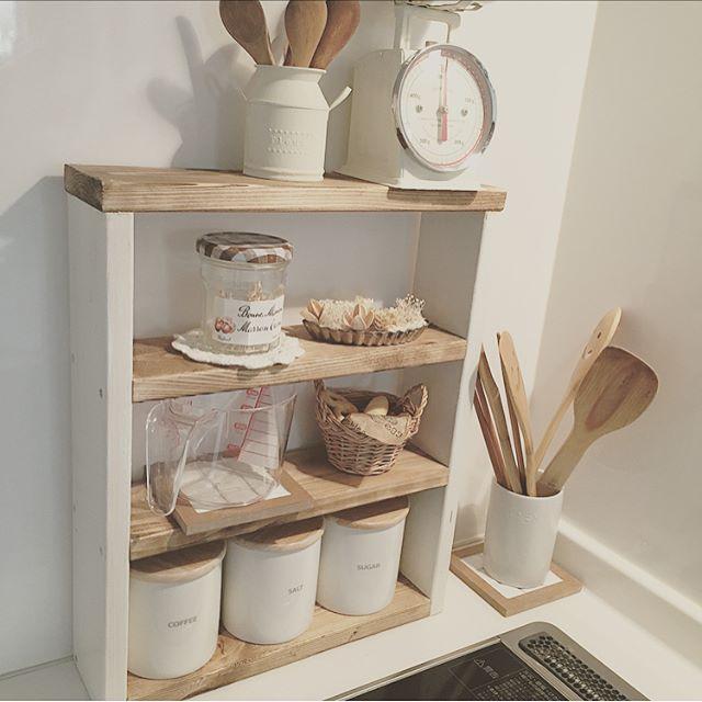 賃貸の狭いキッチンにも似合う棚を利用する技
