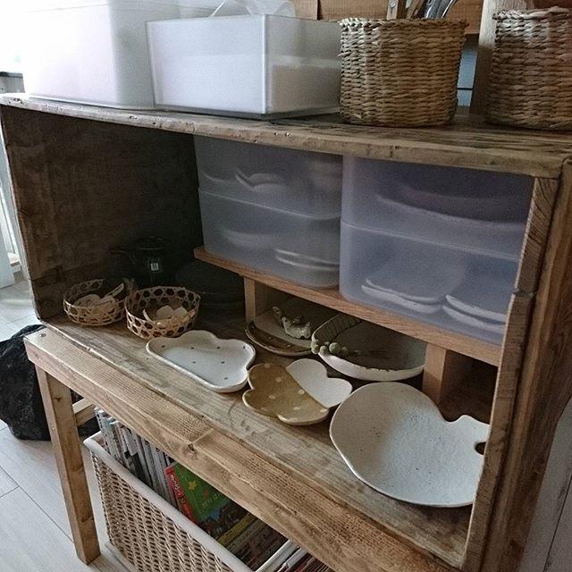 狭い台所にも合うリンゴ箱のお皿収納術