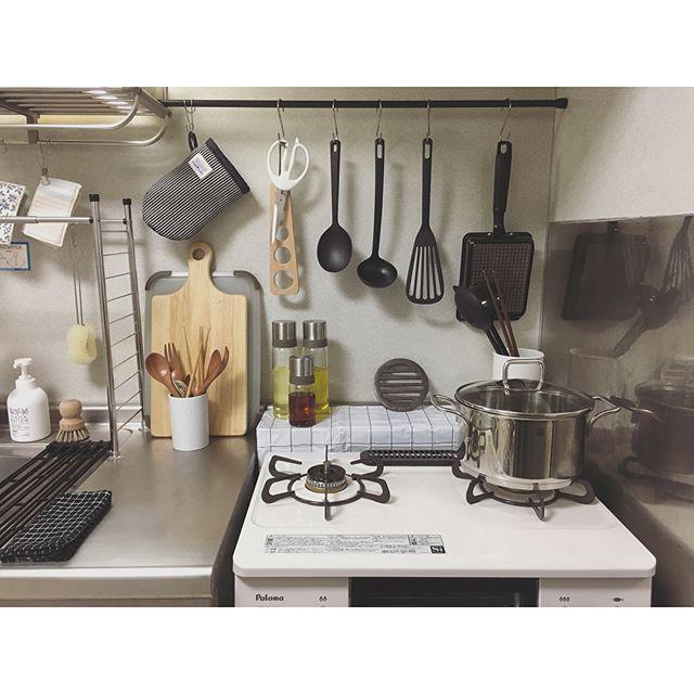 賃貸の台所のツッパリ棒を用いるアイデア