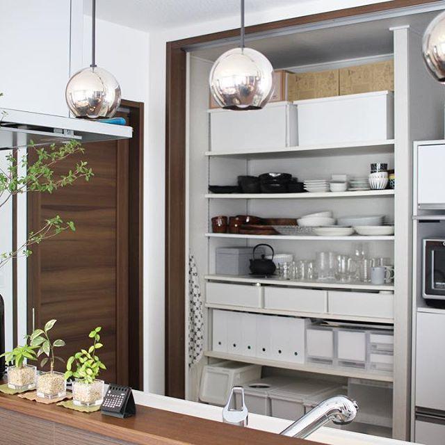 キッチンの背面収納を使うおすすめアイデア