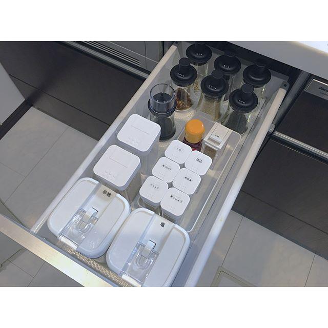 キッチンのIH横の引出しを使うアイデア