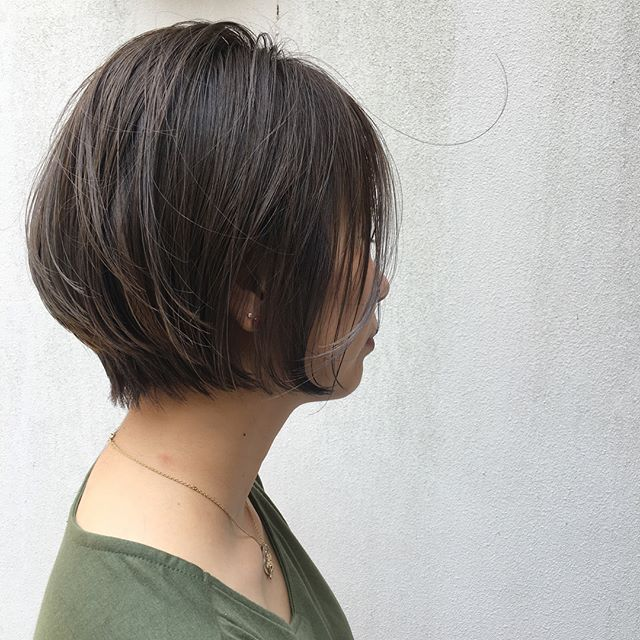 40代におすすめの前髪ありショート×ストレート3