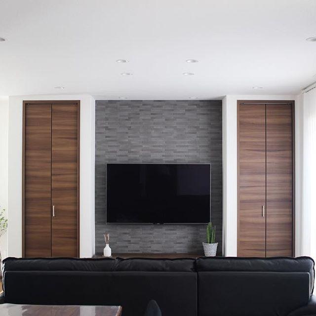 居間の装飾になる優雅な棚