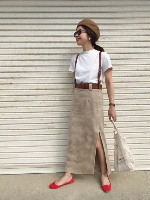 白T×ロングスカート×茶色ベルトコーデ