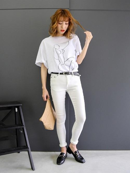 黒ビットローファー&白Tシャツの夏コーデ