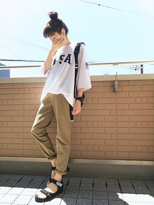 黒リュック×オーバーサイズTシャツの夏コーデ