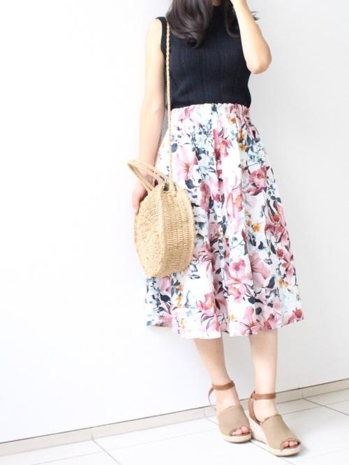 花柄スカートのリゾートコーデ