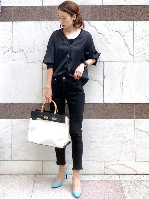 黒カットオフスキニー×スタンドシャツ