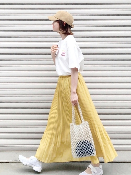 爽やかファッション◎スニーカー×黄色スカート