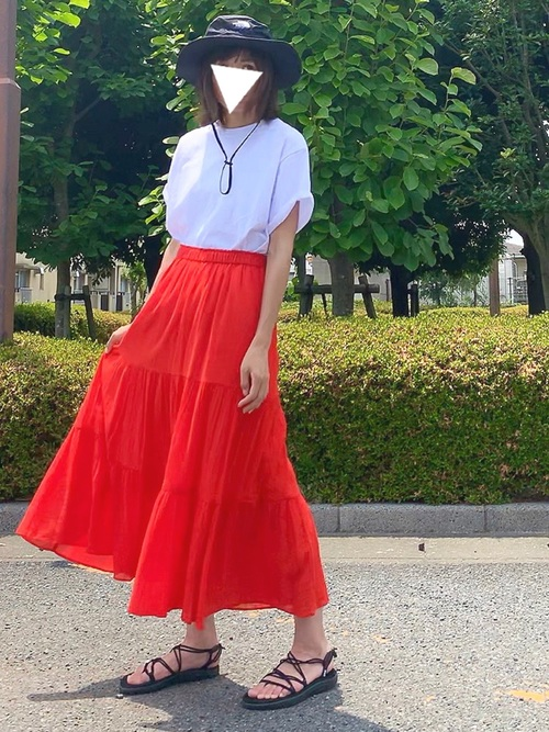 夏色スカートの大人コーデ
