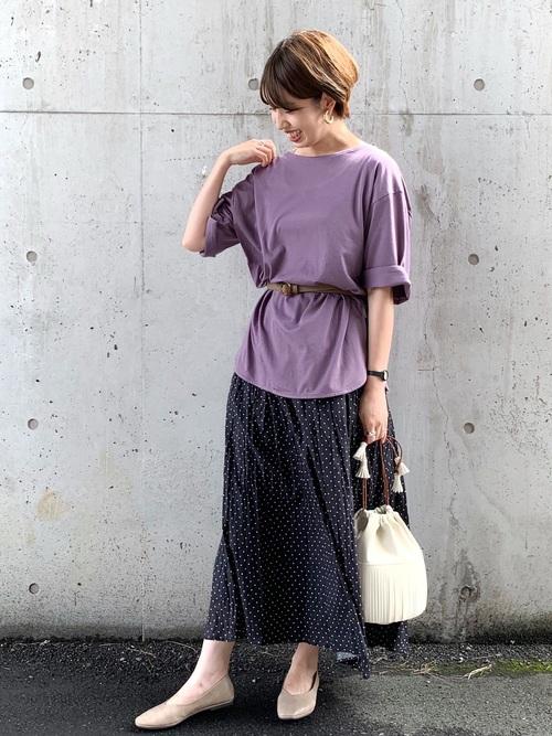 グレーパンプス×ドットスカートの夏コーデ