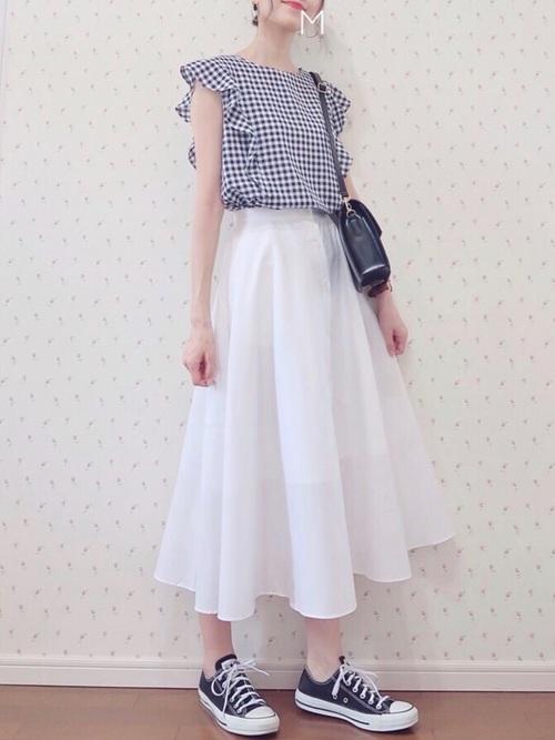 サーキュラースカートの大人女子コーデ