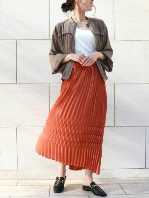 黒ビットローファー&茶色スカートの夏コーデ