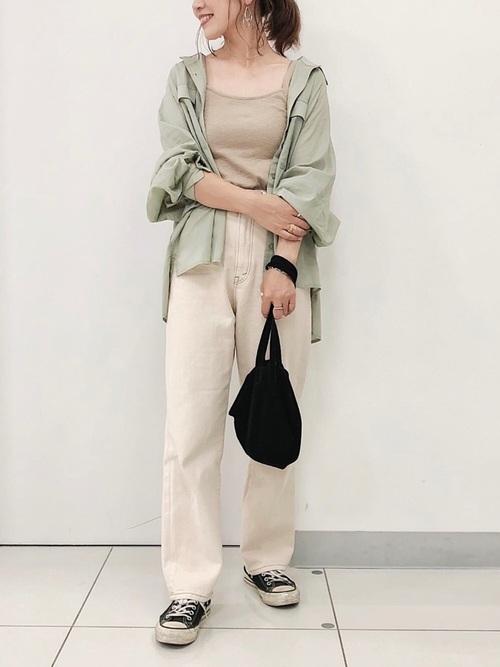 白デニムパンツ×CPOシャツ