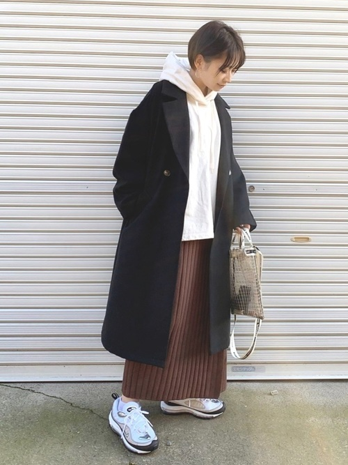 ナイキスニーカー×ブラウンラップスカート