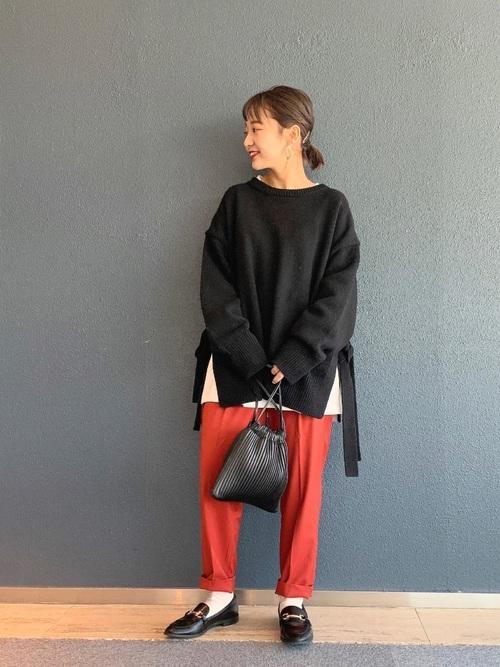 黒ビットローファー&赤パンツの冬コーデ
