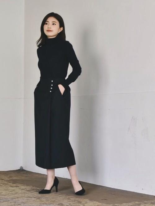 黒タートル×ネイビーコクーンスカートコーデ
