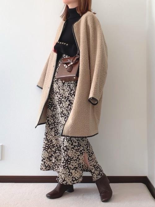 ボアロングコート×小花柄マキシスカート