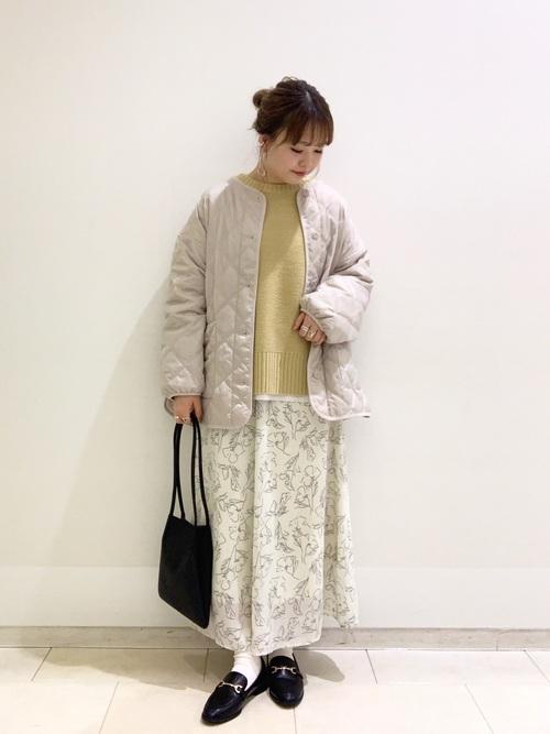 黒ビットローファー&花柄スカートの冬コーデ