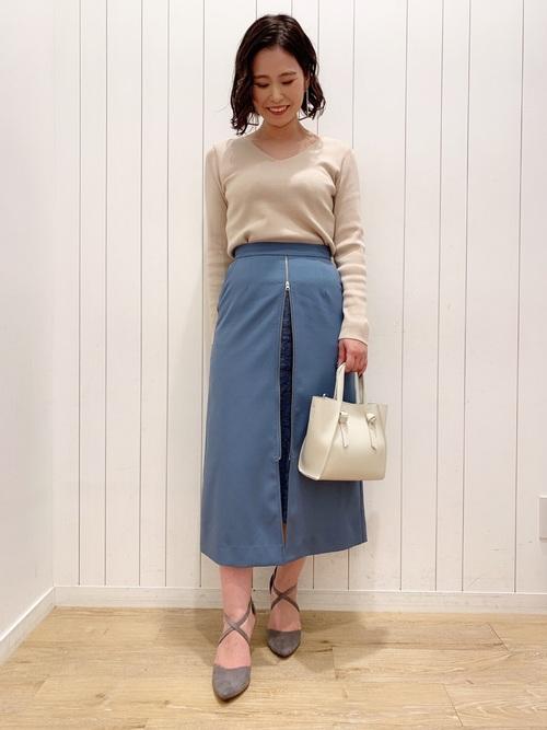 グレーパンプス×台形スカートの秋コーデ