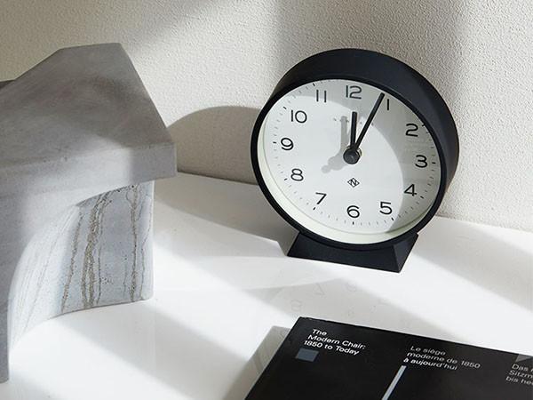 見やすい文字盤のシンプル置き時計