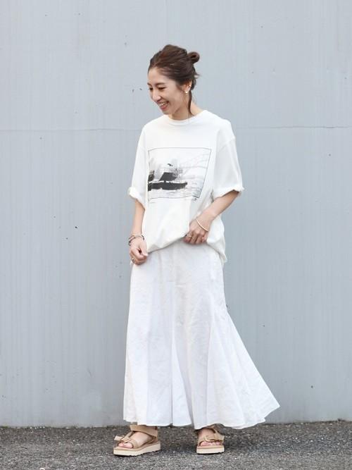 プリントTシャツ×マーメイドロングスカート
