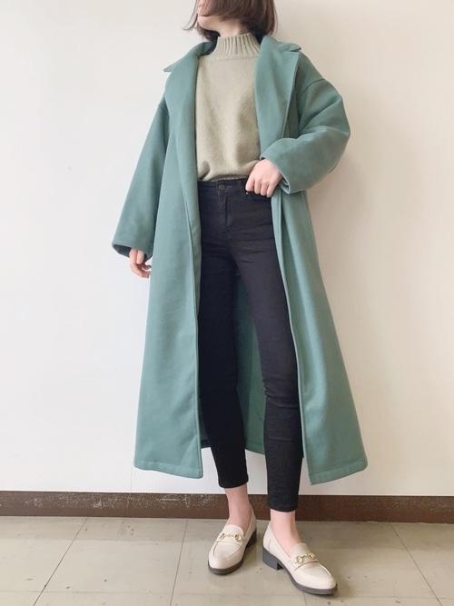 白ビットローファー&緑コートの冬コーデ