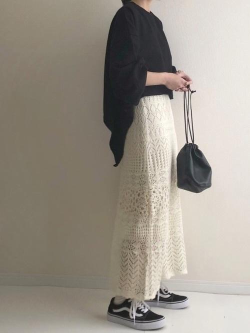 透かし編みスカートのレディライクコーデ