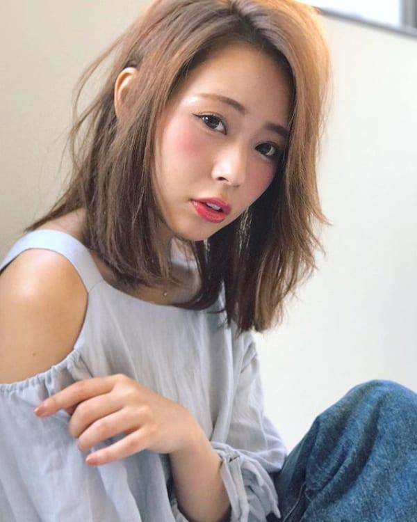 ルーズな中に女っぽさ溢れるヘアスタイル