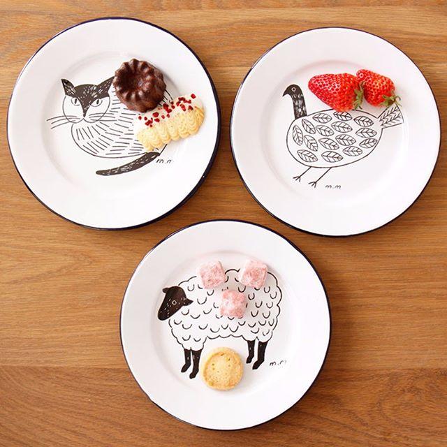 シンプルで優しいイラストの琺瑯皿