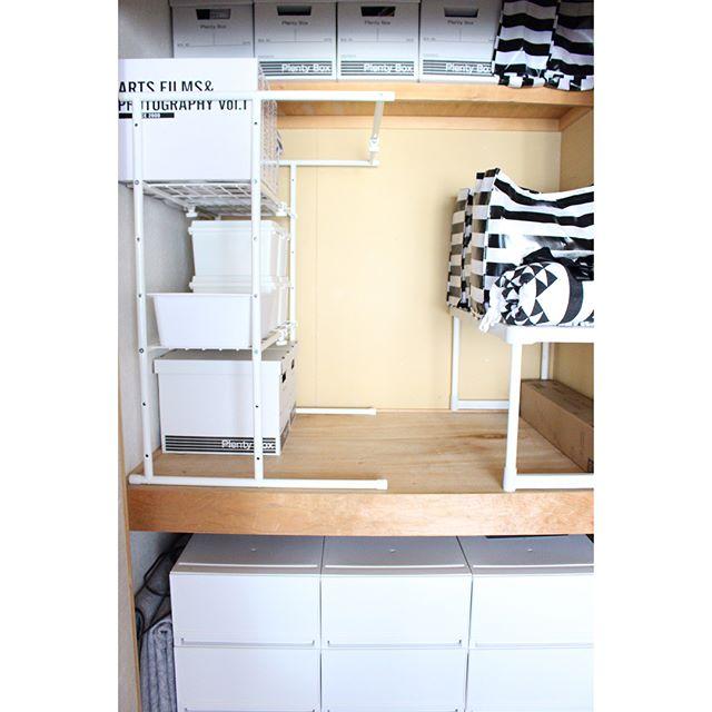 収納棚を置いてデッドスペースをなくす収納