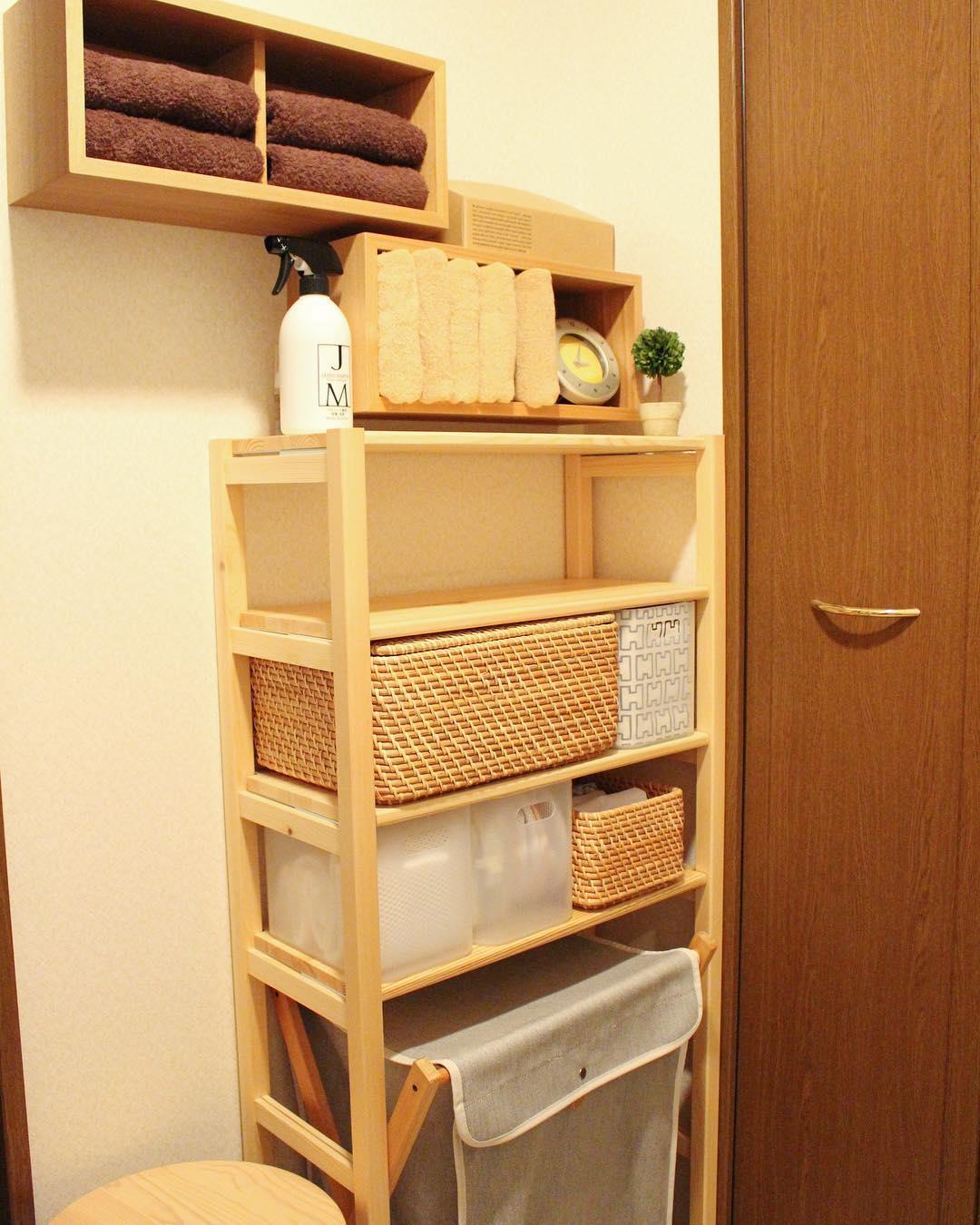 壁に付けられる家具でお洒落なタオル収納