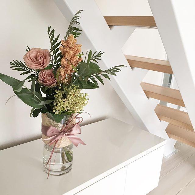 花を花瓶に生ける