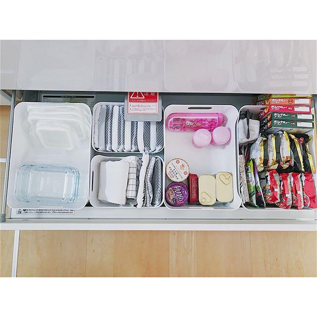 ドロワー内のボックスに食品を収納