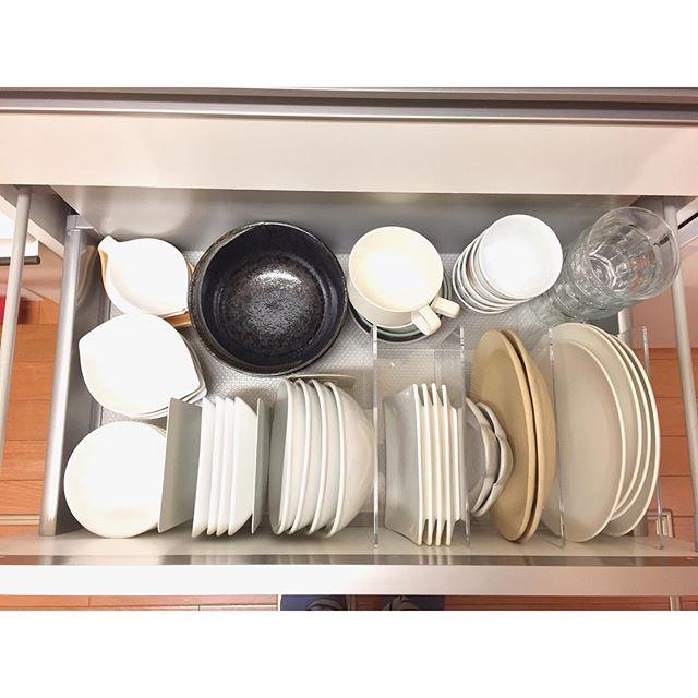 引き出し内で食器をスタッキングするアイデア
