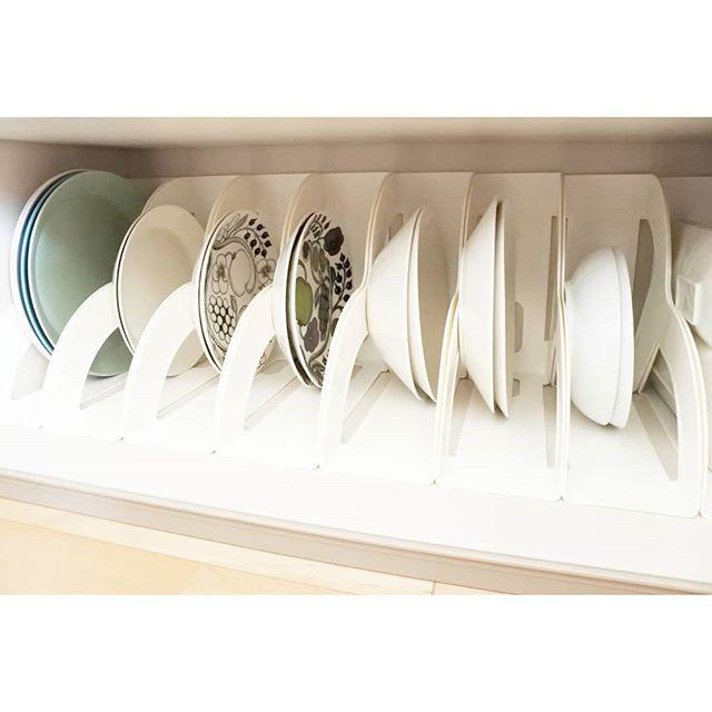 ファイルスタンド内にお皿を立てるアイデア