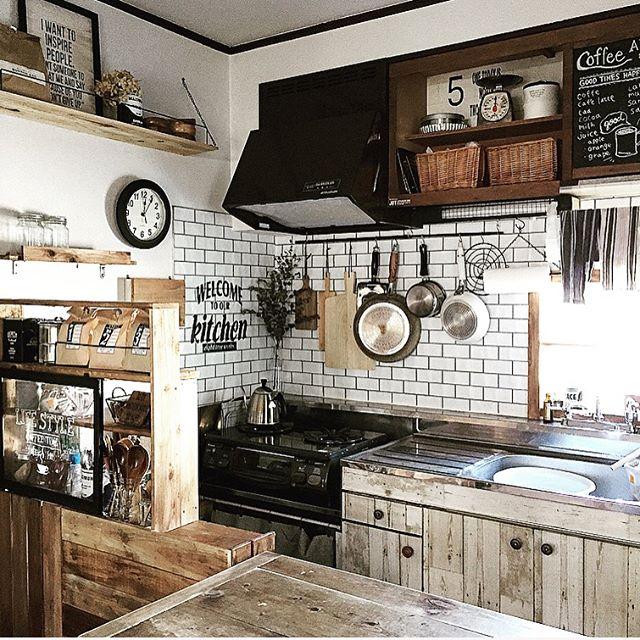 バーとフックを使って調理器具をハンギング