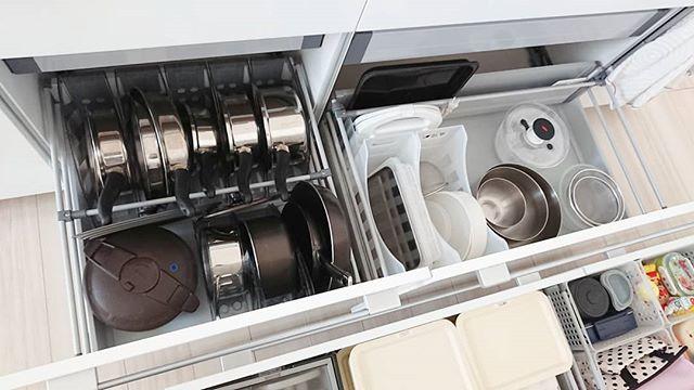 鍋やフライパンを整列させる収納