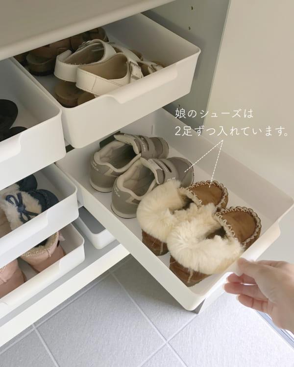 「ケース」で狭い空間も有効活用した靴収納