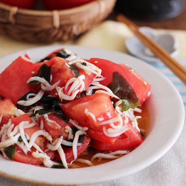簡単に!トマトとわかめの和風めんつゆマリネ