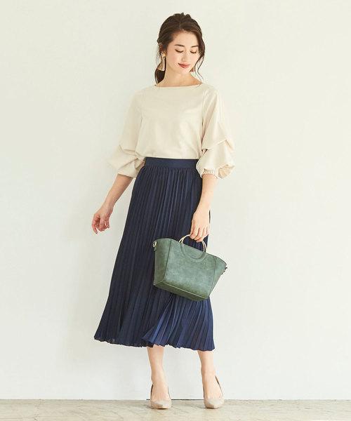 上品できれいめなプリーツスカートで夏コーデ