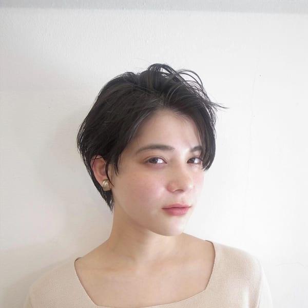 クールで立体的な黒髪ショートヘア