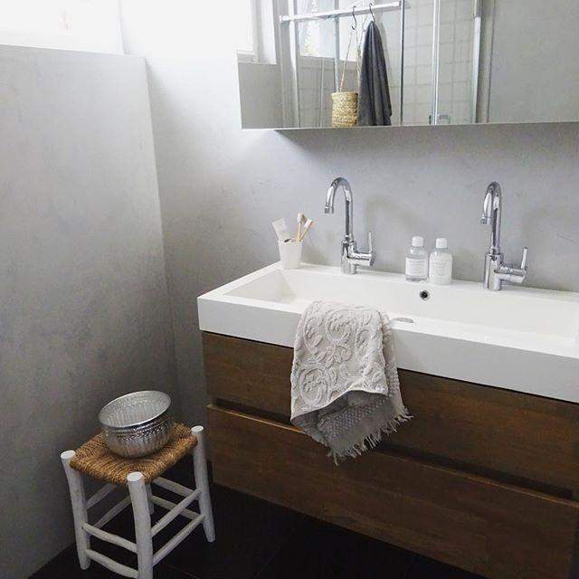センスの良さが光るシンプルな広々バスルーム