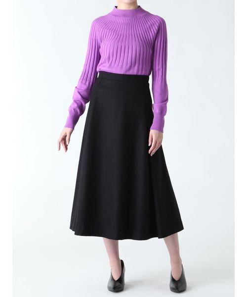 黒ウールスカートの鮮やかコーデ