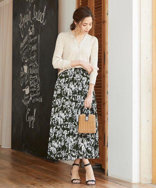 花柄プリーツスカートの夏コーデ