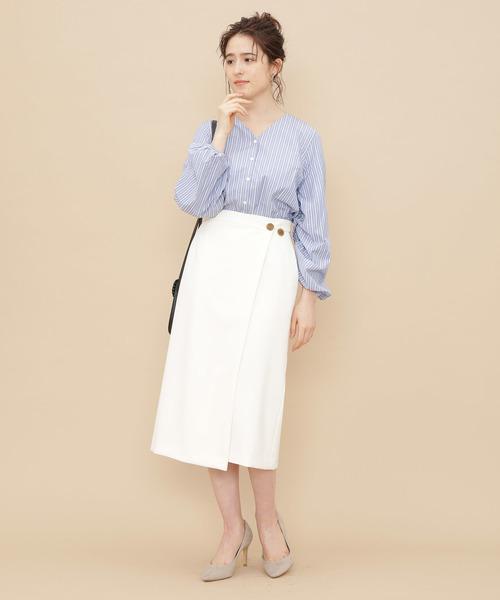 白ラップスカート×ノーカラーシャツ